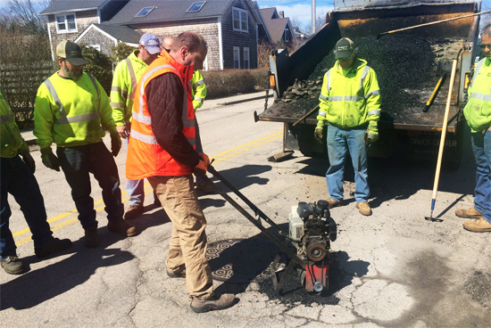 pothole-patcher-vibco-narragansett-april-2015-2