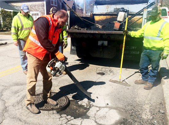 pothole-patcher-vibco-narragansett-april-2015-4